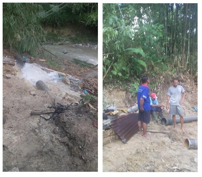 Team Transmisi dan Distribusi sedang melakukan perbaikan pipa PVC  10 inci yang pecah di jalur umbul Tengkoh
